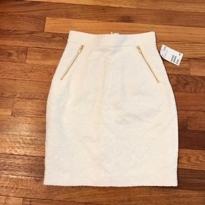 Like New H&M Cream Skirt With Gold Zippers